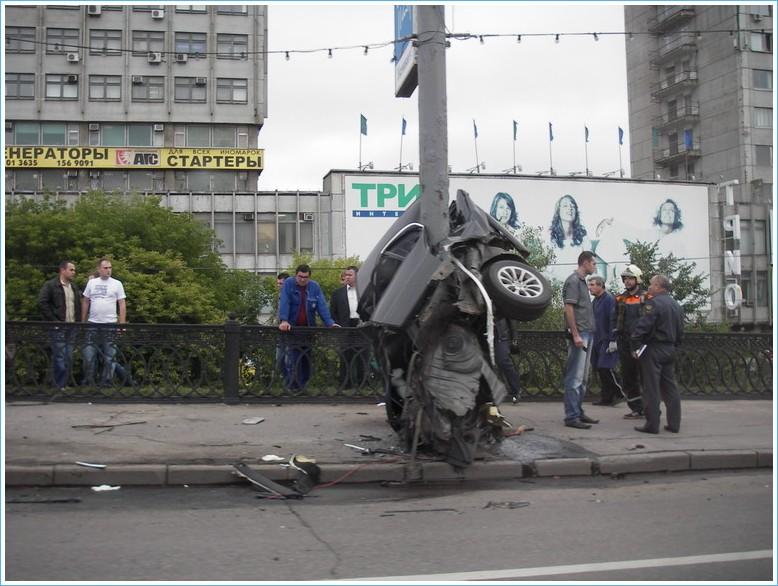 Кинули ссылку на фотки аварии в Москве сегодня утром.